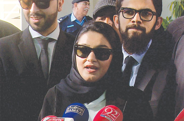 KHADIJA Siddiqui talking to reporters outside the Supreme Court.—Tanveer Shahzad / White Star