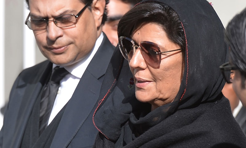 Aleema Khan (R), the sister of Prime Minister Imran Khan leaves the Supreme Court flanked by her lawyer (L) after a hearing against her in Islamabad, on January 14, 2019. ─ AFP/File