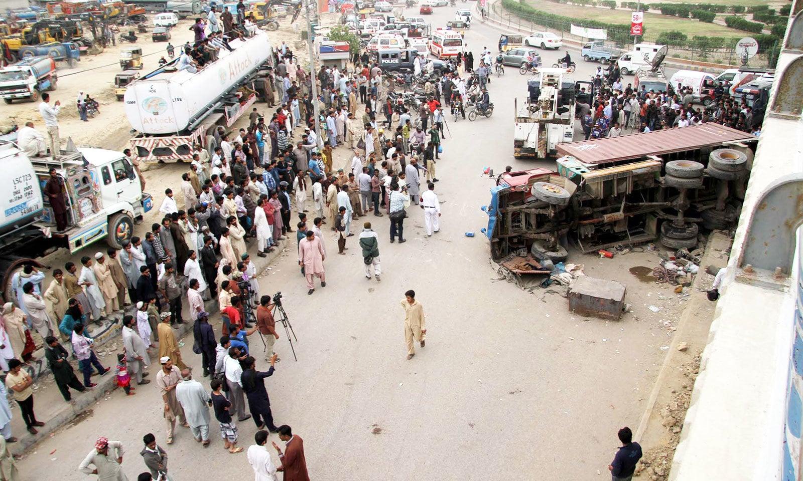 صرف کراچی میں ہی 60 فیصد لوگ لائسنس کے بغیر گاڑیاں چلاتے ہیں—فوٹو: شٹر اسٹاک