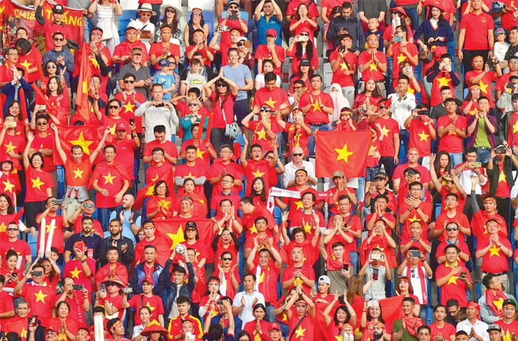 DUBAI: Vietnam supporters cheer during the Asian Cup quarter-final against Japan at the Al-Maktoum Stadium.—AFP