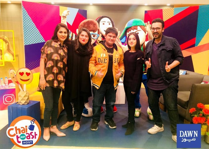 The host of Chai, Toast Aur Host Dino (R) with Sharmeen Obaid-Chinoy (2nd from left) and other guests | Dawn News