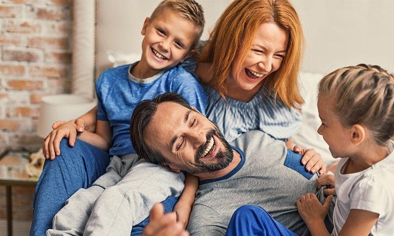 اپنے بچوں کو اپنا دوست بنائیں، ان کے ساتھ دن میں چند لمحات گزاریں—تصویر شٹر اسٹاک
