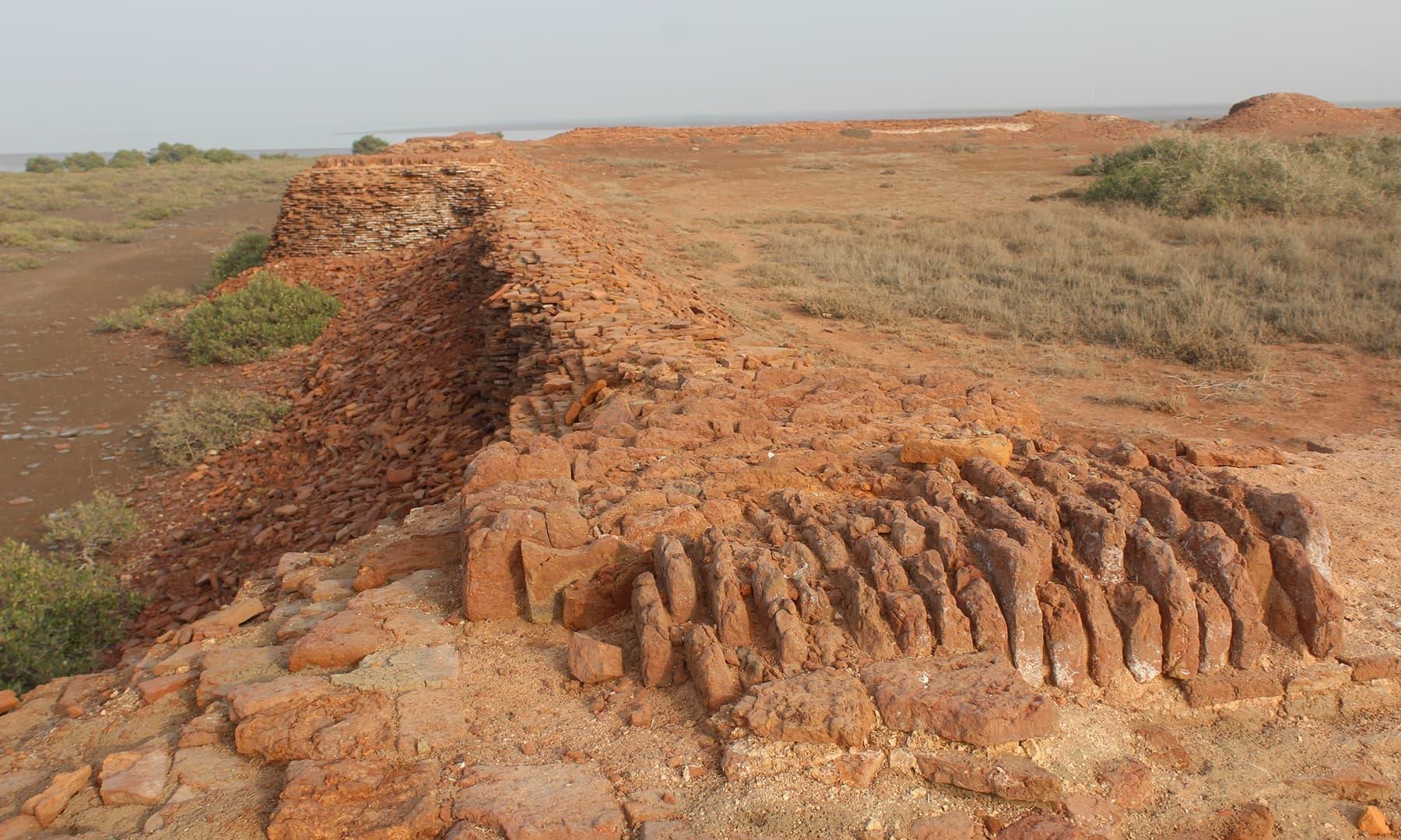 لاڑی بندر پر واقع قلعہ—تصویر ابوبکر شیخ