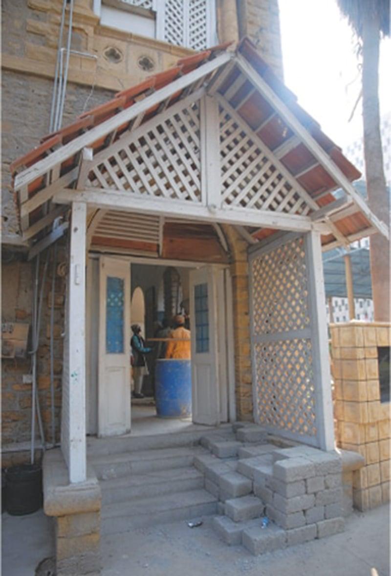 پریس کلب کا داخلی دروازہ—عزیز سومرو\ای ایف ٹی