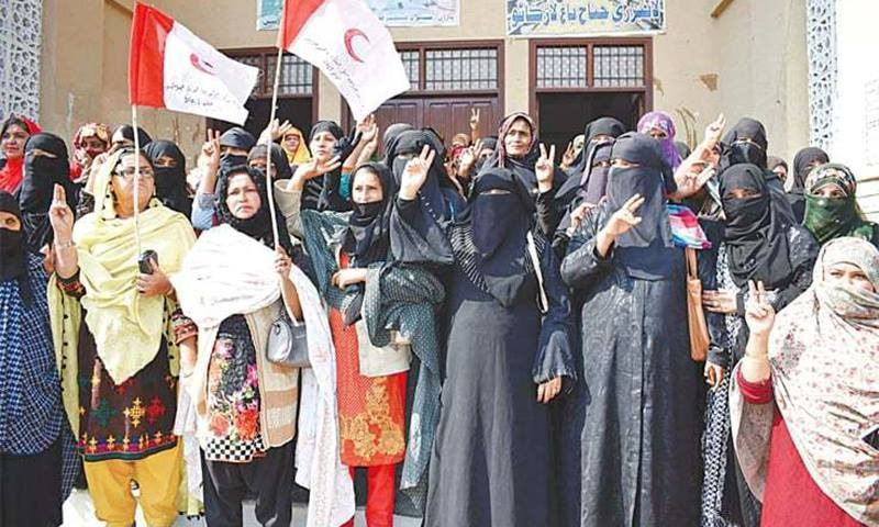 Paramedics hold a protest demonstration outside Jinnahbagh in Larkana on Tuesday. — PPI/File