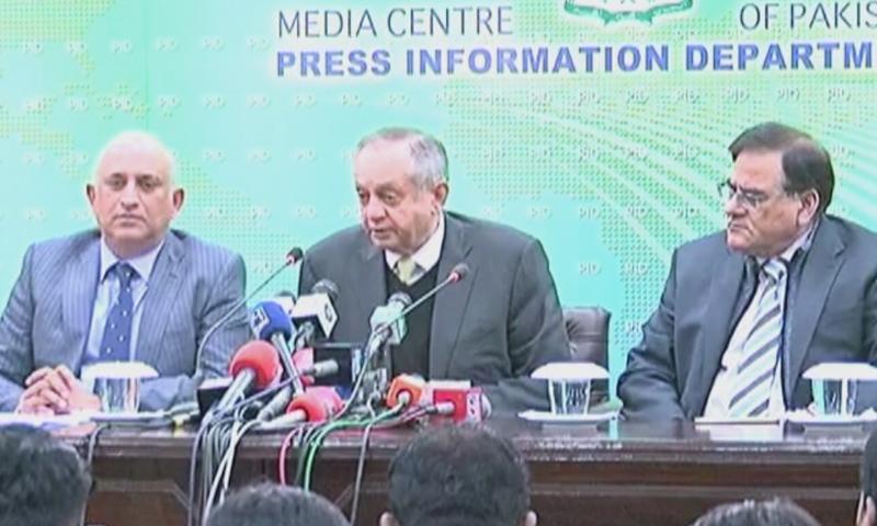 چیئرمین بی او آئی اور مشیر صنعت و تجارت عبدالرزاق داؤد نے اسلام آباد میں مشترکہ پریس کانفرنس کی—فوٹو:ڈان نیوز