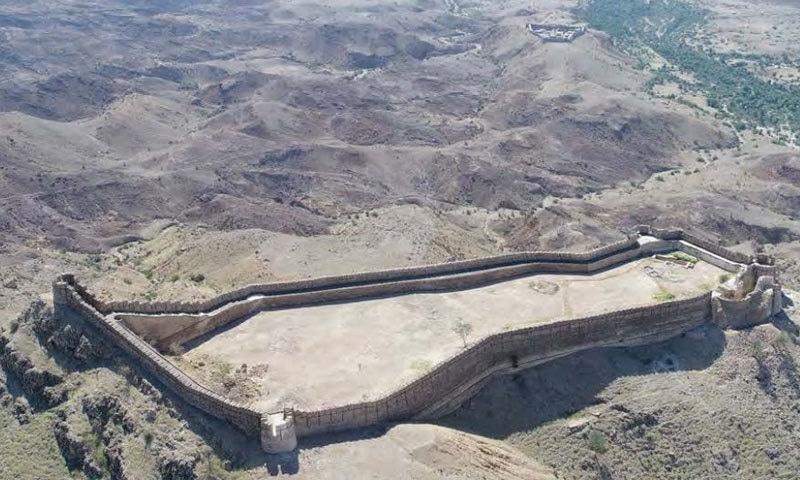 رنی کوٹ میں موجود دوسرا قلعہ شیر گڑھ کوٹ بھی پُراسرار ہے—فوٹو: ای ایف ٹی