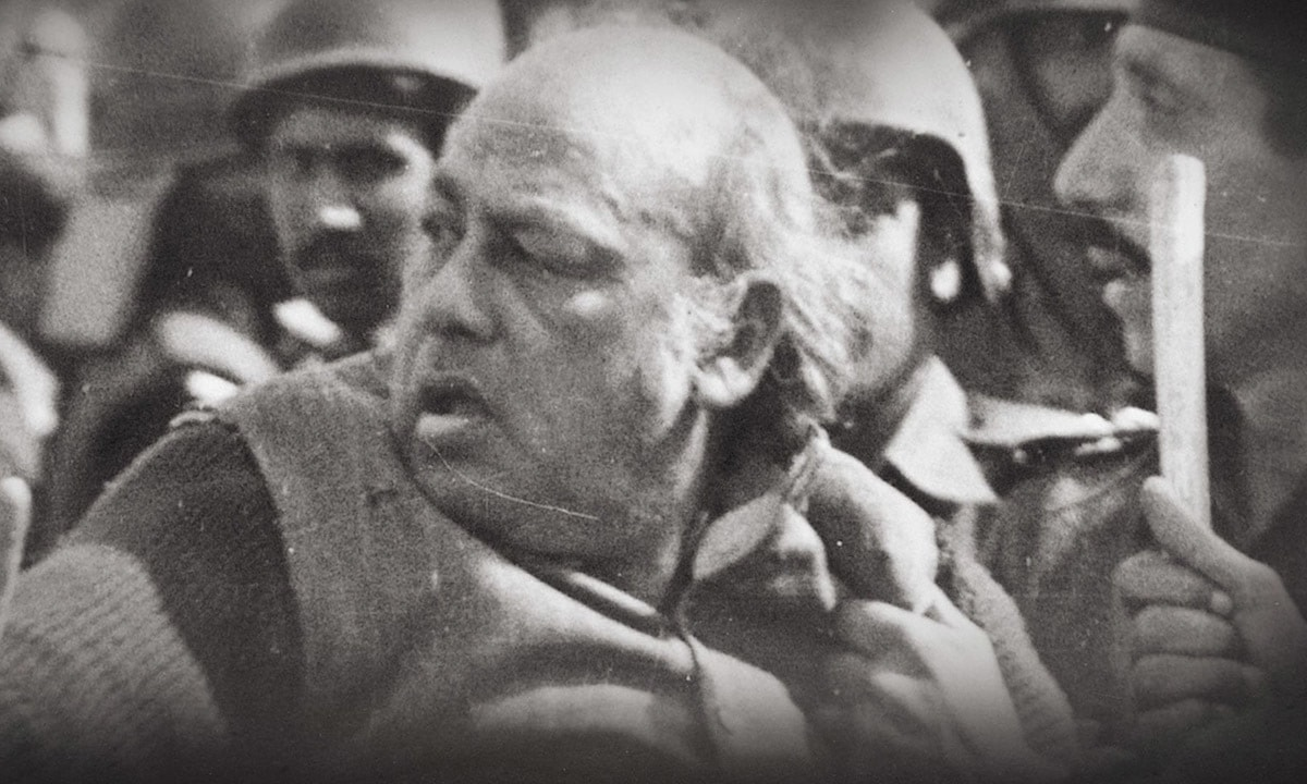 Habib Jalib being attacked by policemen during a demonstration organised by the Women's Action Forum against the Law of Evidence that was promulgated by General Ziaul Haq | Azhar Jafri