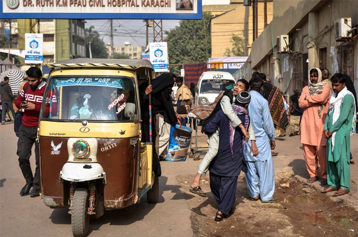 Patients come from far and wide to one of Karachi's main medical facilities | White Star photos