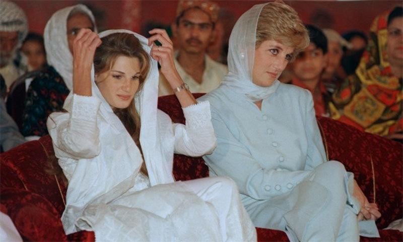 فروری 1996 میں لاہور میں ایک تقریب کی تصویر — اے ایف پی فوٹو