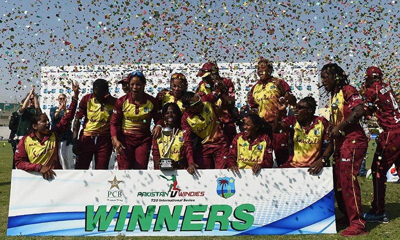 ویسٹ انڈیز کی ویمنز ٹیم نے ابتدائی میچوں میں کامیابی حاصل کرکے سیریز جیت لی تھی—فوٹو:اے ایف پی