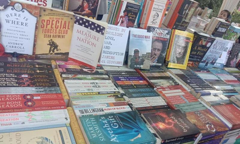 میلے میں رکھی گئیں کتابیں