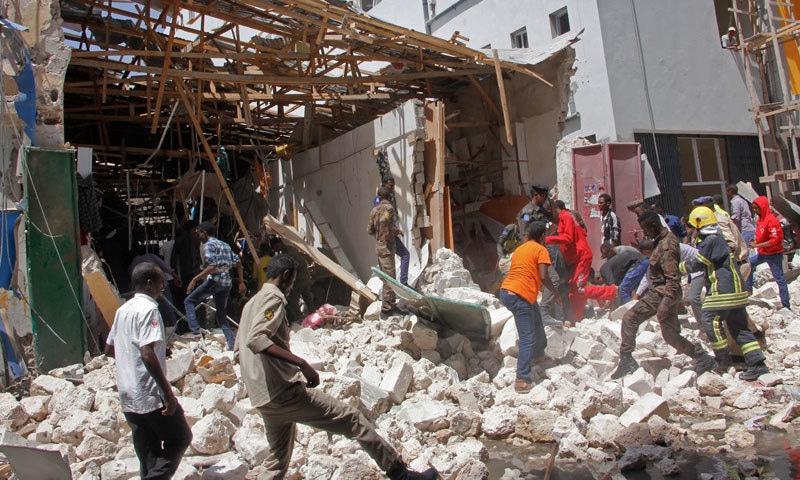 کار بم دھماکے کے نتیجے میں 9 افراد ہلاک ہوئے — فوٹو: اے پی