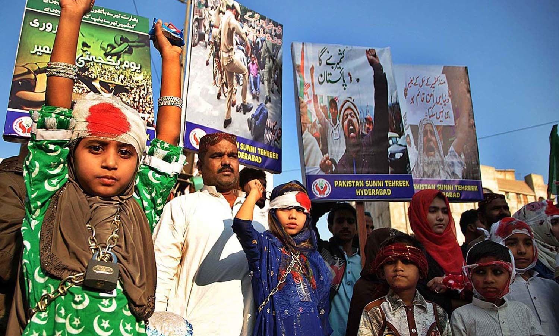 ملک بھر میں کشمیریوں سے اظہار یکجہتی کیلئے ریلیاں، سیمینار اور کانفرنسیں منعقد کی جارہی ہیں — اے پی پی فوٹو