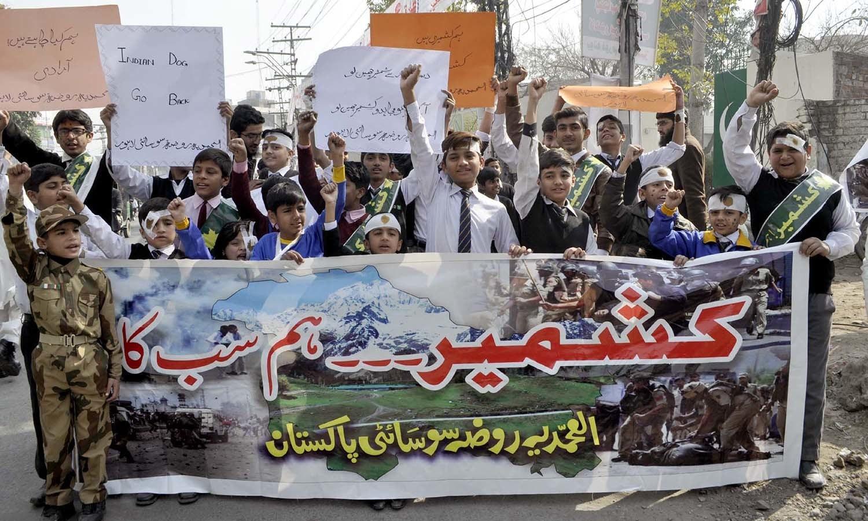 مقبوضہ کشمیر کے عوام کئی لاکھ بھارتی فوجیوں سے لڑ رہے ہیں تاکہ وہ بین الاقوامی سطح پر اپنے حقِ خود ارادیت کو حاصل کرسکیں — پی پی آئی فوٹو