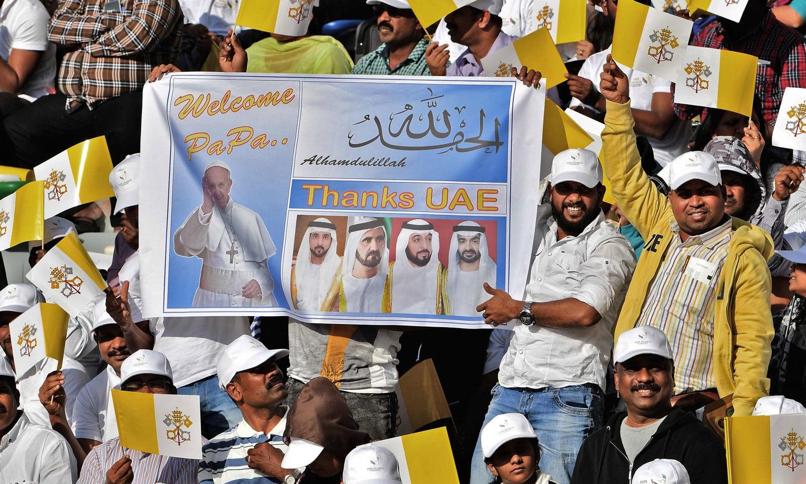 ابو ظہبی میں مسیحی برادری کے پہلے اجتماع میں  ایک بڑی تعداد نے شرکت کی — فوٹو: اے ایف پی