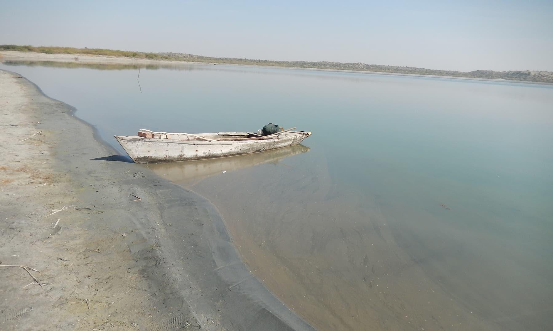 کلانکر جھیل کا کنارہ—تصویر ابوبکر شیخ