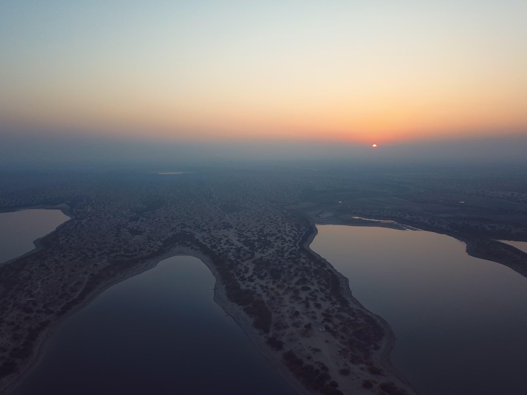 کلانکر جھیل پر غروب آفتاب کا ایک منظر—تصویر نظر ولھاری