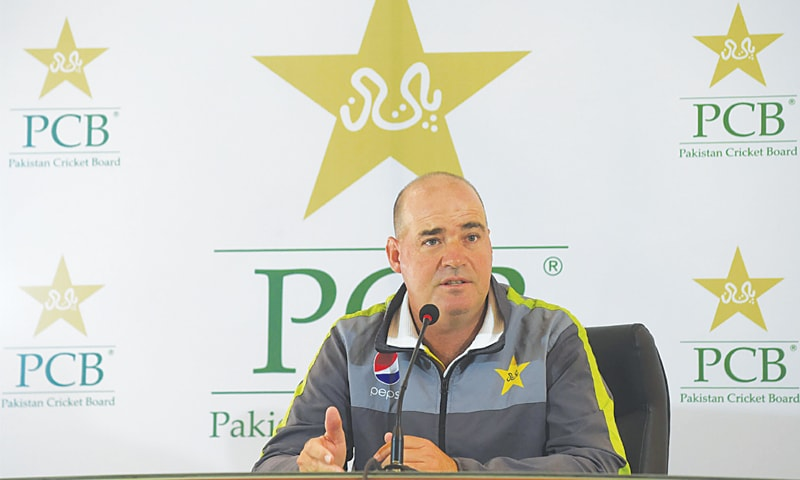 LAHORE: Pakistan team's head coach Mickey Arthur speaks to reporters during the news conference on Friday.—M.Arif/White star