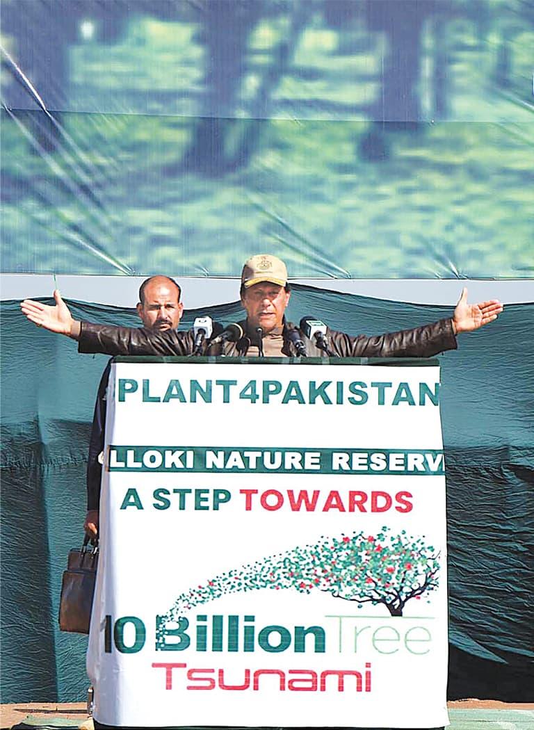 HEAD BALLOKI: Prime Minister Imran Khan addressing the gathering at the inaugural ceremony of Balloki Nature Reserve Project at District Nankana Sahab.—APP