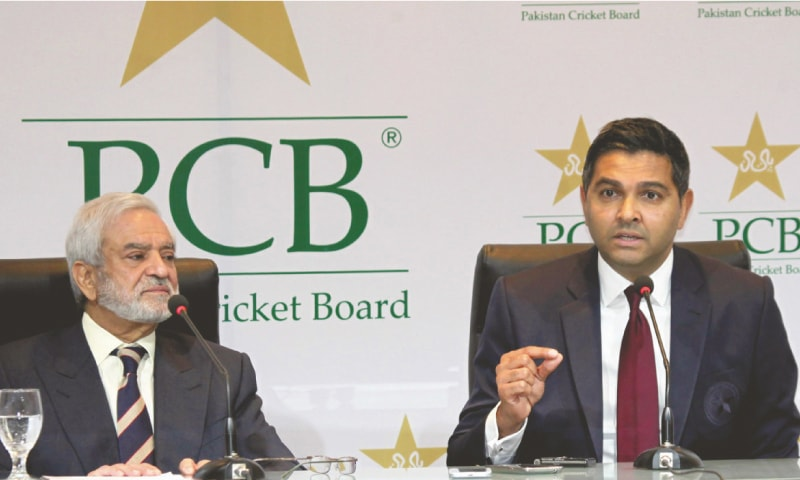 LAHORE: Pakistan Cricket Board managing director Wasim Khan (L)  and chairman Ehsan Mani address a press conference on Sunday. —M. Arif/ White Star