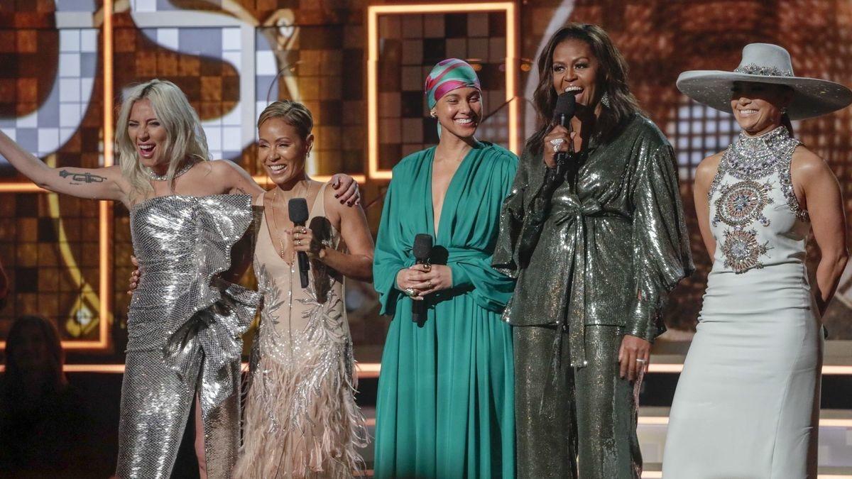 ایوارڈ تقریب میں سابق امریکی خاتون اول مشعل اوباما بھی شریک ہوئیں—فوٹو: اے پی