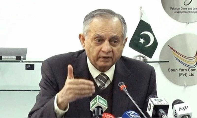 عبدالرزاق داؤد نے بتایا کہ مالی سال کے پہلے 7 ماہ میں بر آمدات میں 4 فیصد اضافہ ہوا جبکہ در آمدات میں 7 فیصد کمی واقع ہوئی۔۔۔فوٹو: ڈان نیوز