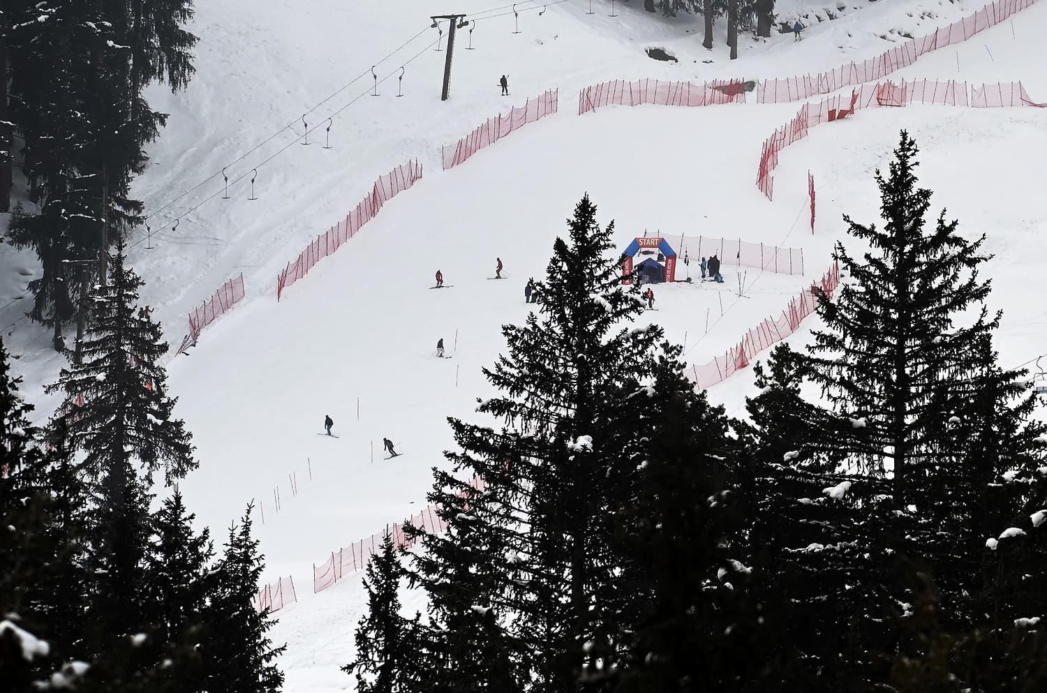 International skiers practice ahead of the competing in the CAS Karakoram International Alpine Ski Cup . ─ AFP