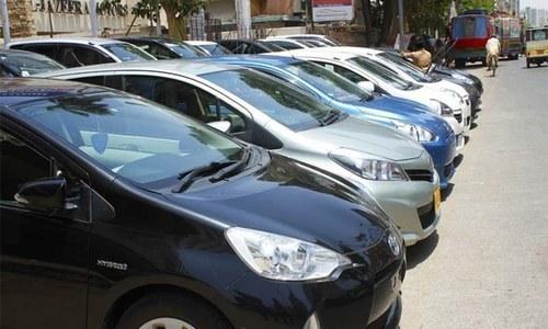 1000 سی سی سے  1300 سی سی کی گاڑیوں کی فروخت میں تیزی آئی — فائل فوٹو