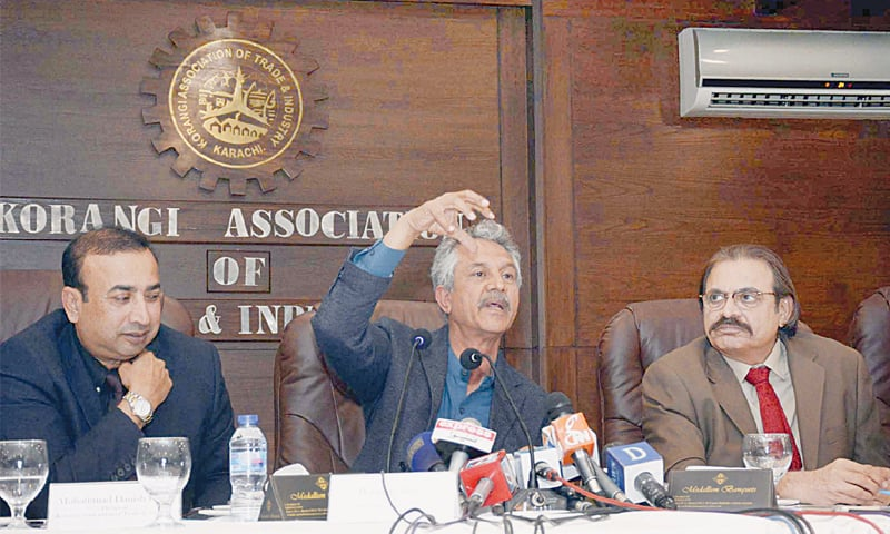 MAYOR Wasim Akhtar speaks at the Kati office on Tuesday.—PPI
