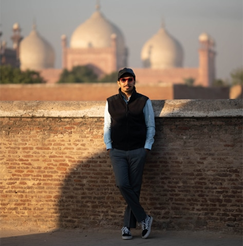 In front of the Badshahi Mosque | Eruj Hadi