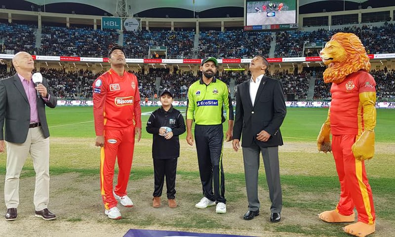 Captains arrive in the middle for match toss. — PSL