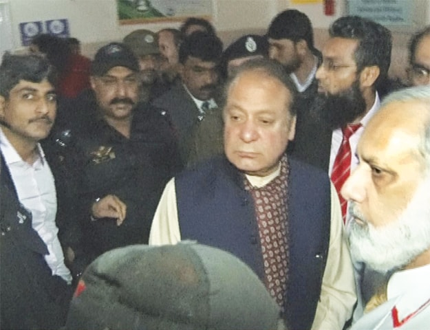 LAHORE: Former prime minister Nawaz Sharif is being taken to Jinnah Hospital from Kot Lakhpat jail amid tight security on Friday.—Online