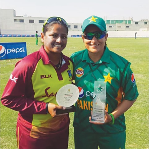 Anisa celebratres her century of T20 matches with Pakistan's Sana Mir