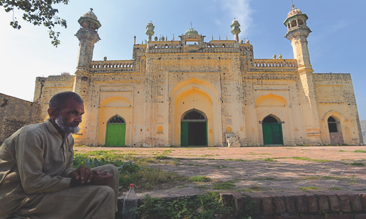 A 150-year-old mosque around 40 kilometres from Islamabad | Tanveer Shahzad, White Star