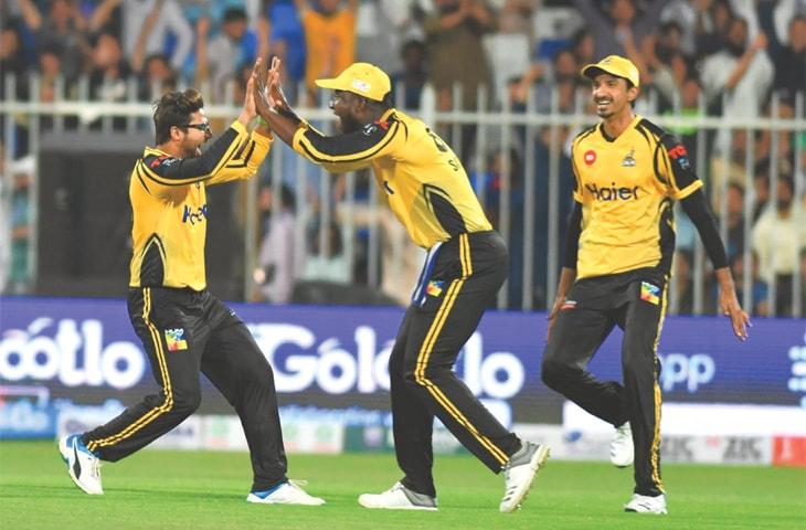 Peshawar Zalmi's captain Darren Sammy congratulates Imam-ul-Haq after he ran out Colin Ingram.—Courtesy PCB