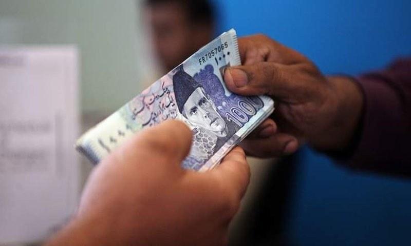 جنوری کے مہینے میں خسارہ 80 کروڑ 90 لاکھ ڈالر رہا جو دسمبر کے مہینے میں 1 ارب 1 ارب 54 کروڑ روپے ریکارڈ کیا گیا تھا۔ — فائل فوٹو/اے ایف پی