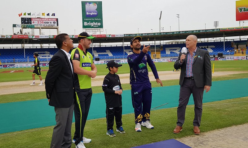 Sarfraz flips the coin and wins the toss. — PSL