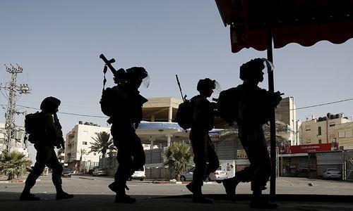 فلسطینی مظاہرین نے مسجد اقصیٰ کمپاؤنڈ کے حصے میں احتجاج کیا تھا — فائل فوٹو: رائٹرز