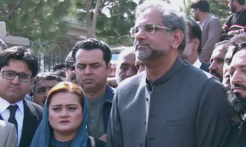 PML-N leaders Marriyum Aurangzeb, Tallal Chauhdry, Shahid Khaqan Abbasi, and others speak to media outside the court. ─ DawnNewsTV