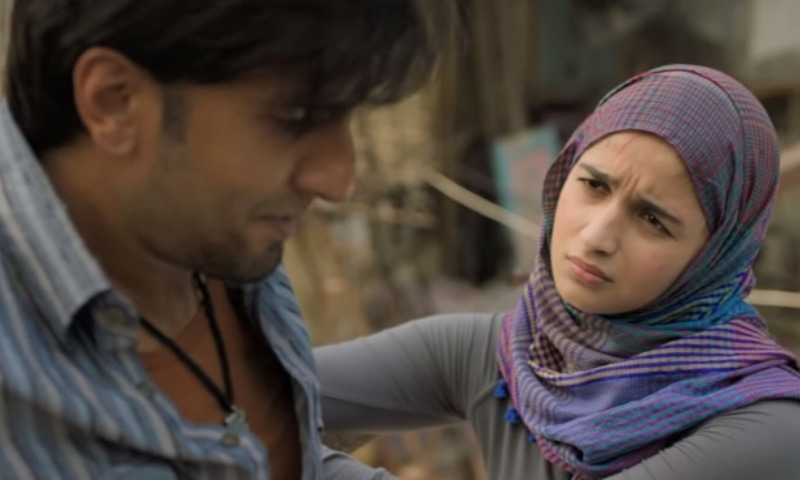 Safeena (Alia Bhatt) and Murad are childhood friends and sweethearts