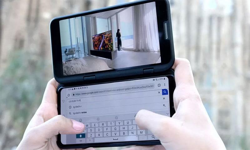 ایل جی کے اس فون میں دوسری اسکرین میں منسلک کی جاسکتی ہے — فوٹو بشکریہ ایل جی