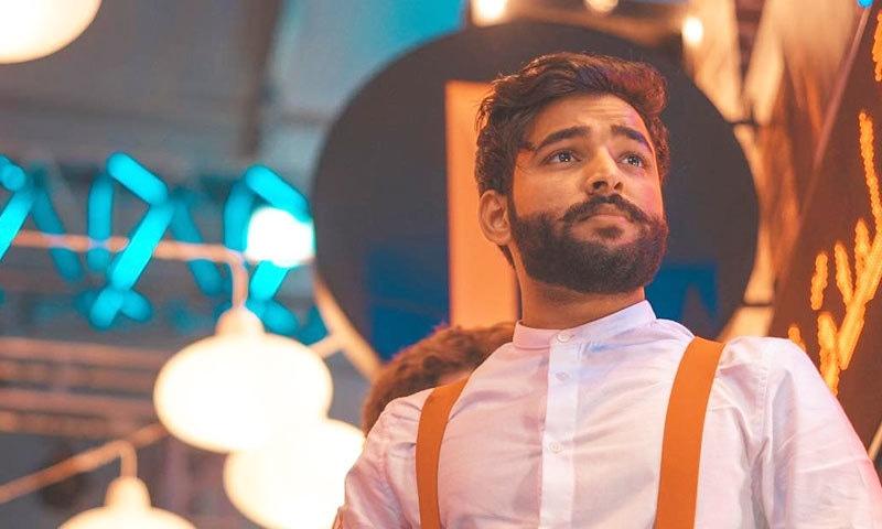 نعیم سندھی مستقبل میں عربی، اردو، سندھی، بلوچی، پنجابی و سرائکی زبان کا مشترکہ گانا ریلیز کرنا چاہتے ہیں—فوٹو: نعیم سندھی
