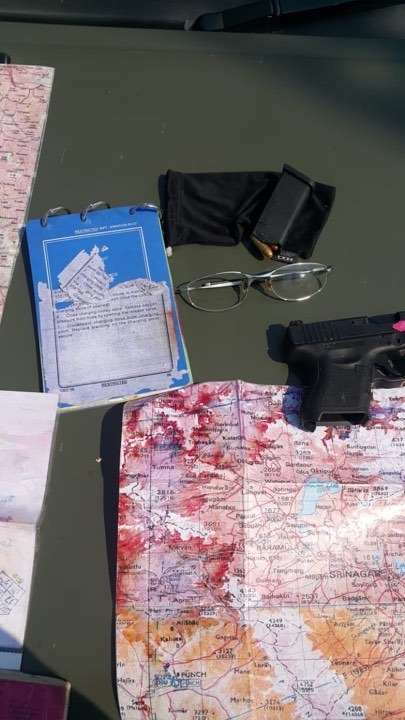 Possessions seized from Indian pilots. ─ Photo: ISPR
