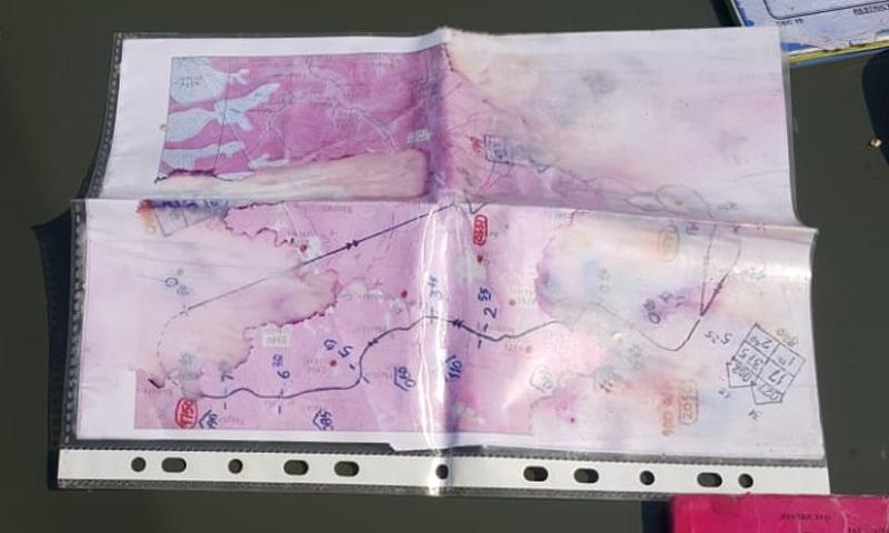 حراست میں لیے گئے بھارتی پائلٹ سے برآمد ایک اور نقشہ—فوٹو: آئی ایس پی آر