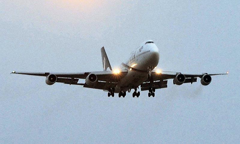 قومی ایئرلائن نے آج شام سے پروازوں کو جزوی طور پر بحال کرنے کا اعلان کیا تھا — فائل فوٹو/اے ایف پی