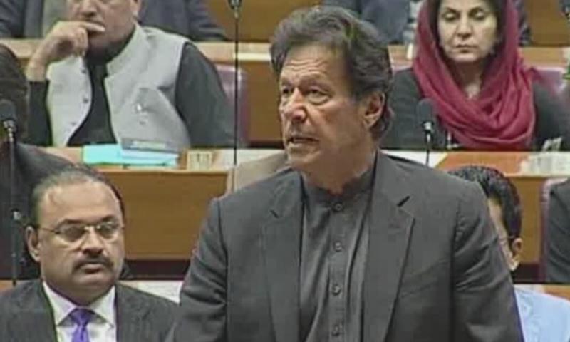 وزیراعظم نے پارلیمنٹ کے مشترکہ اجلاس میں بھارتی پائلٹ کو رہا کرنے کا اعلان کیا—فوٹو: ڈان نیوز