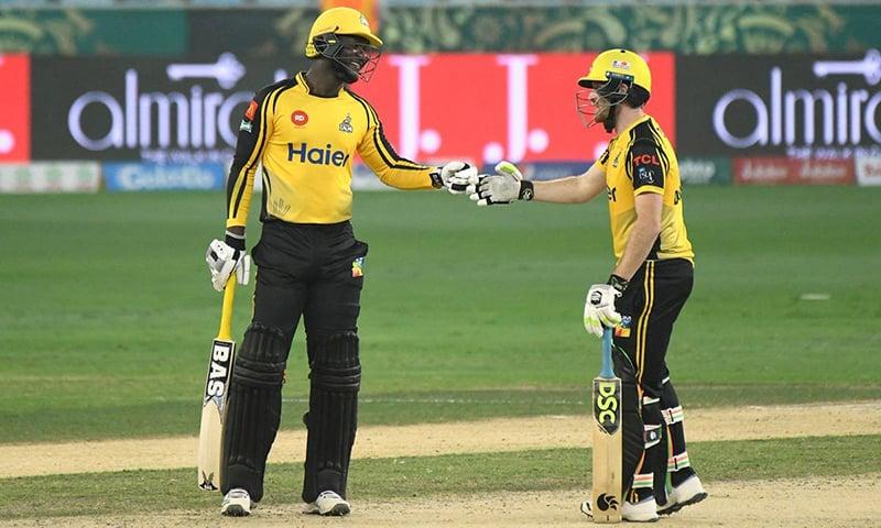 سیمی کے چھکے اور آخری گیند پر ڈاسن کے فاتحانہ چوکے نے پشاور کی جیت پر مہر ثبت کی—پی ایس ایل ٹوئٹر اکاؤنٹ