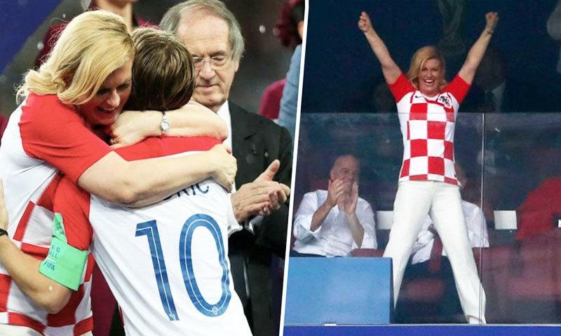 فٹ بال کے فائنل میں ٹیم کی شکست پر کھلاڑیوں کے ساتھ کولندا بھی روئی تھیں—فوٹو: مومس پریسو