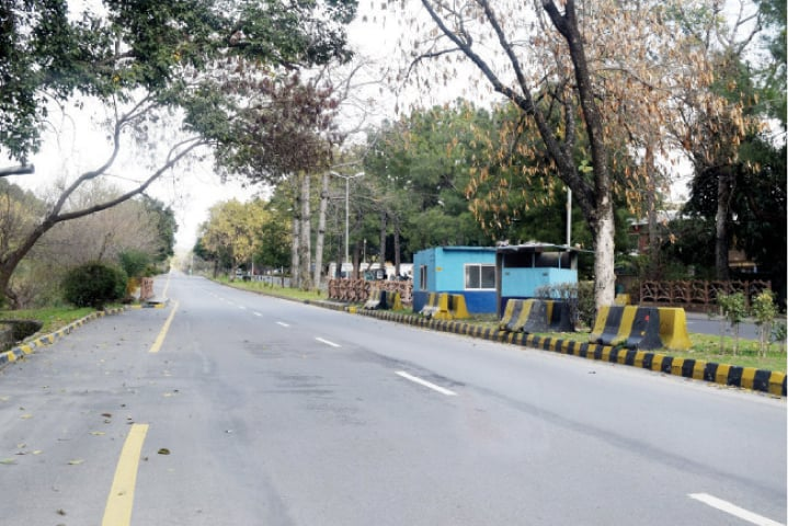 Checkposts set up on a median on Margalla Road. — White Star